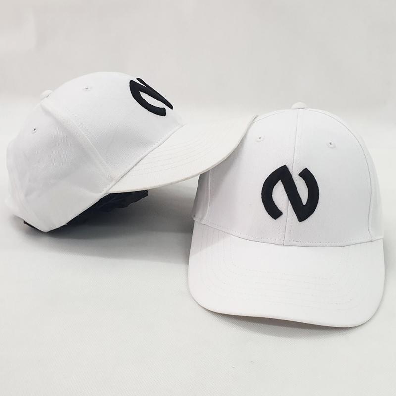 หมวกแก๊ปสีขาวปปักนูน