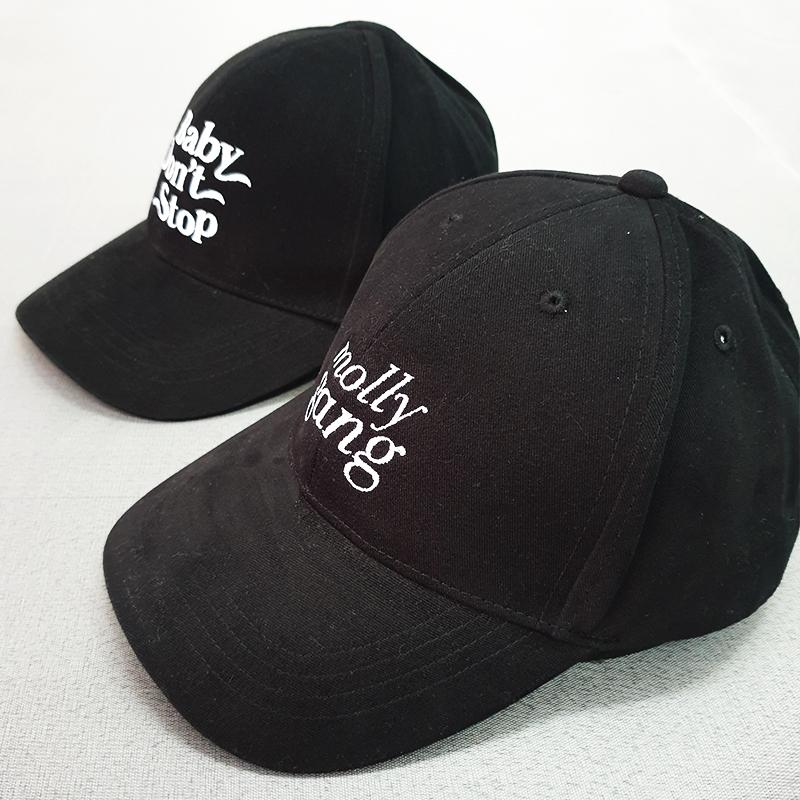 ตัวอย่างหมวกทรงแบรนด์สีดำ