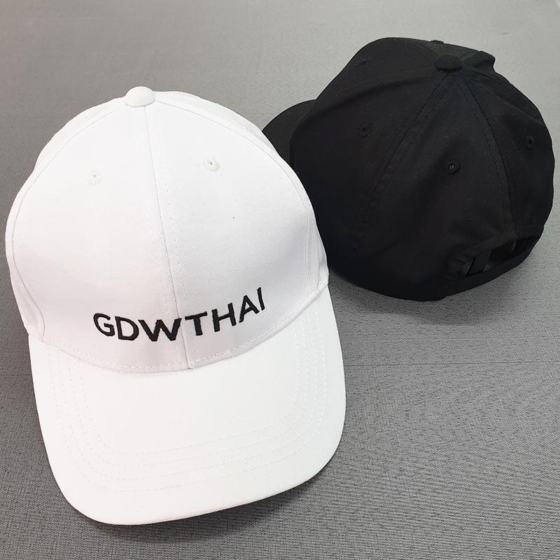รับผลิตหมวกแบรนด์สีขาวดำ