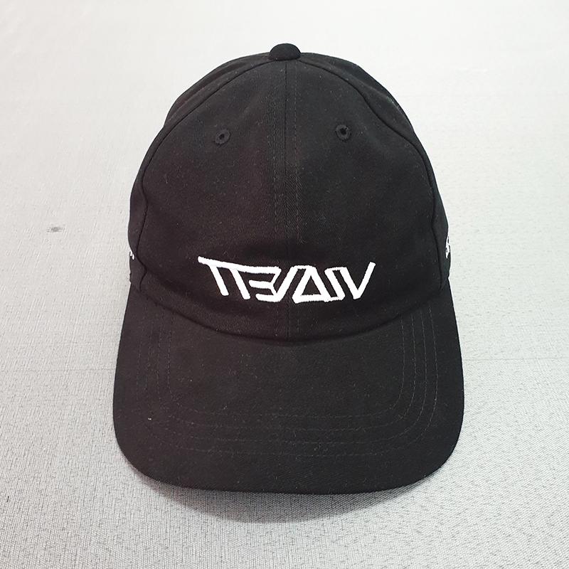 หมวกแบรนด์สีดำ