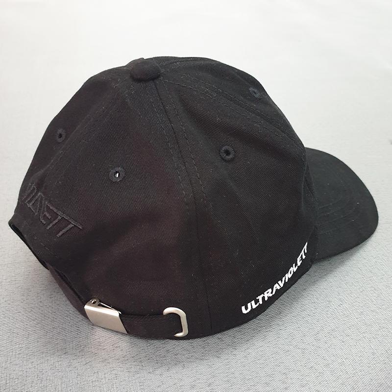 รับผลิตหมวกแบรนด์สีดำโดยโรงงานผลิตหมวก