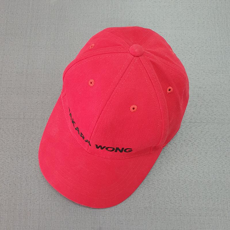 รับผลิตหมวกทรงแบรนด์สีแดง