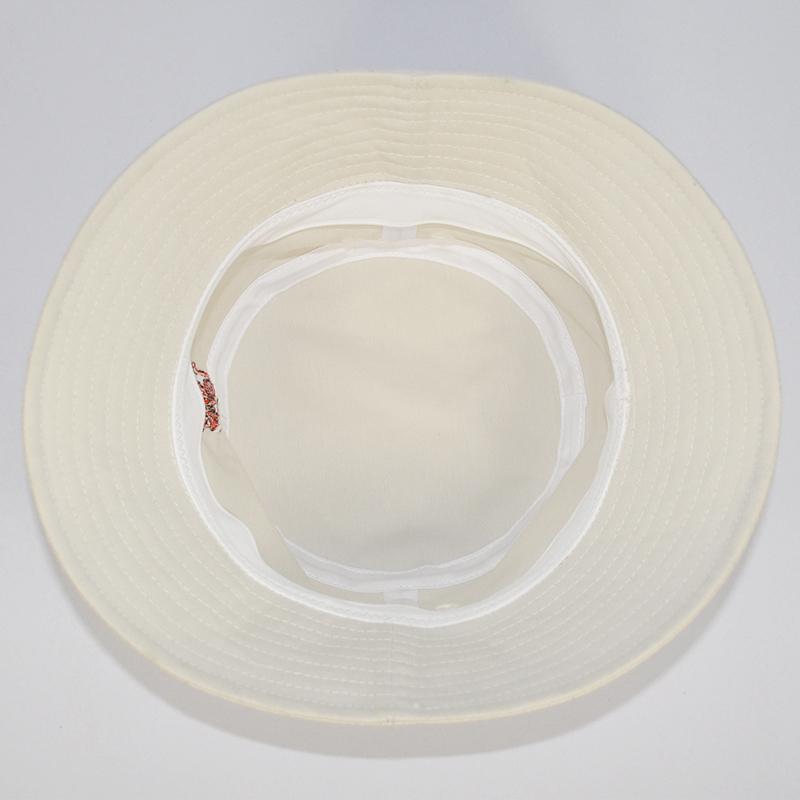 รอบหัวหมวกปีกรอบมีบิงกะวาสีขาว