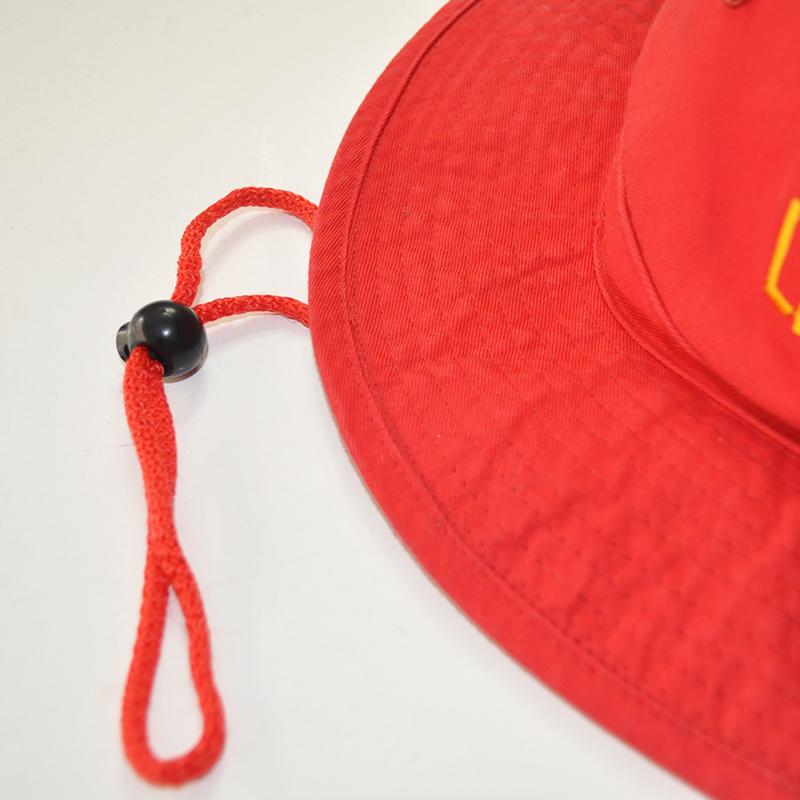 ปีกหมวกและสายรัดคาง
