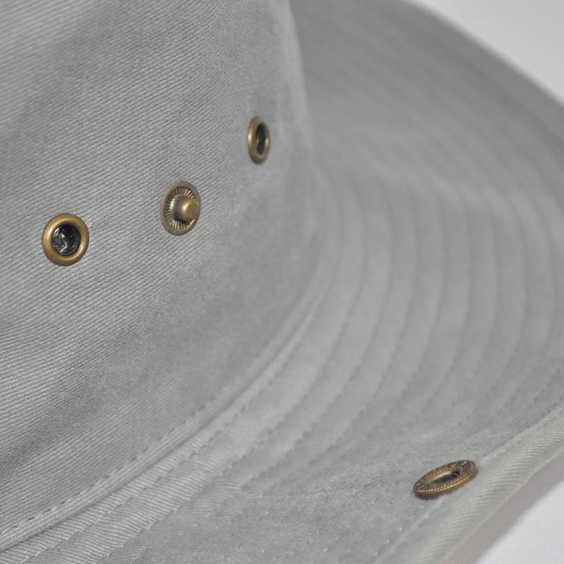 กระดุมด้านข้างหมวกซาฟารี